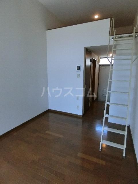 マキシム吉塚駅前 105号室のリビング