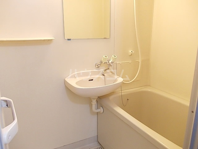 ニューエルディム小松 02030号室の風呂