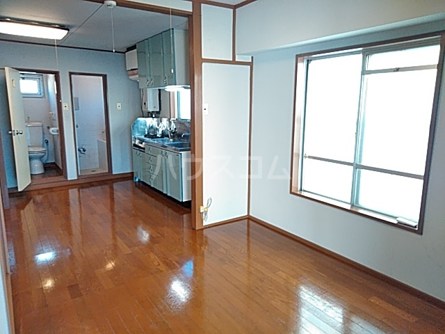 コーポ浜田 201号室のリビング