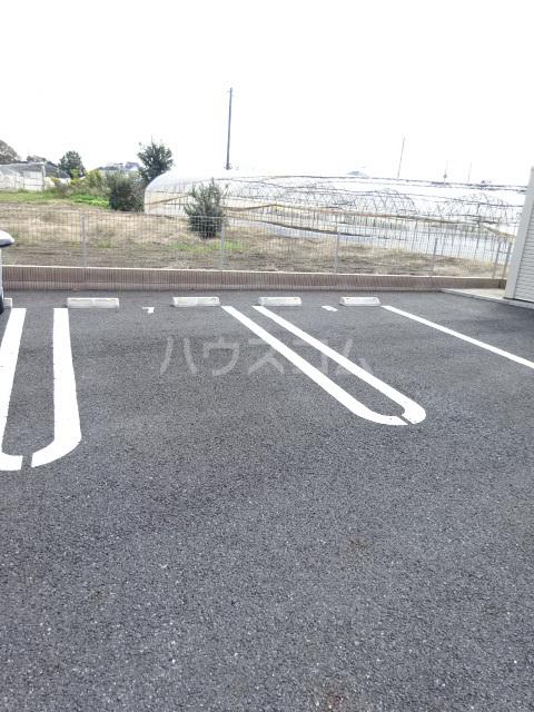 T'sウィステリアⅡ 02010号室の駐車場