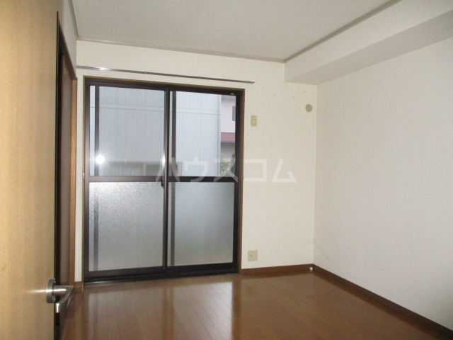メゾンオーウラ 101号室の居室