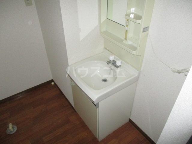メゾンオーウラ 101号室の洗面所