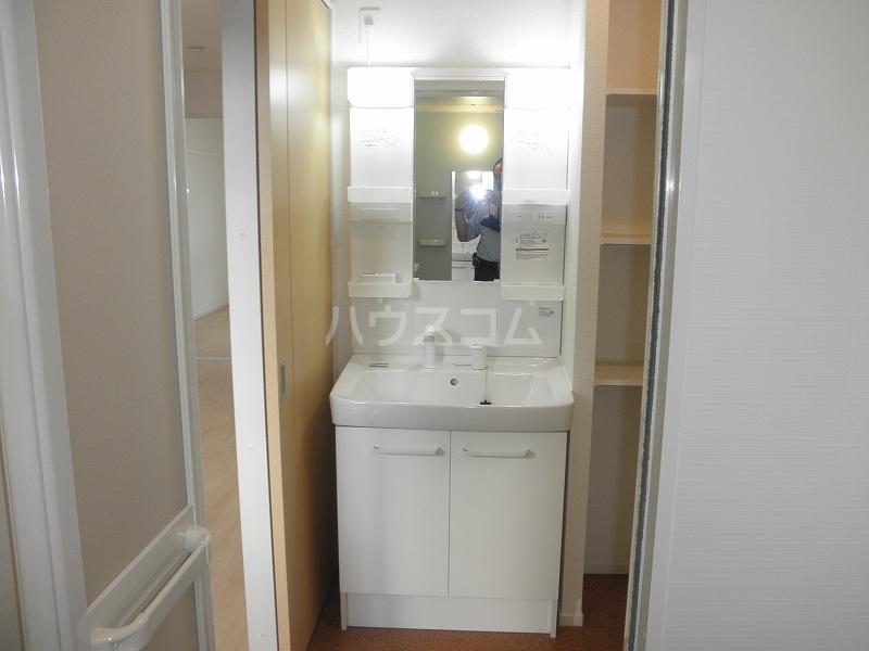 アルカンシエル 02040号室の洗面所