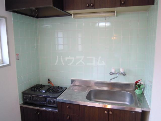 ウエストキャッスル諏訪 202号室のキッチン