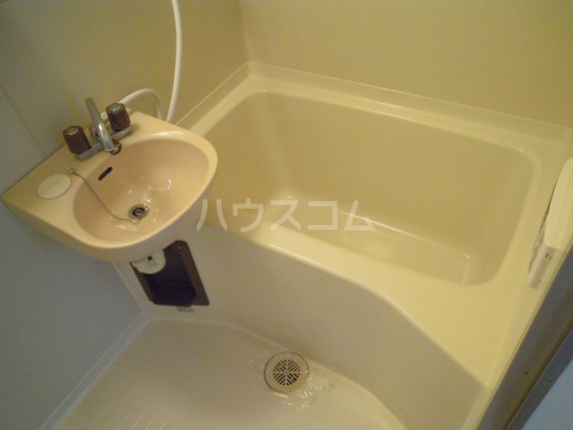 ウエストキャッスル諏訪 202号室の風呂