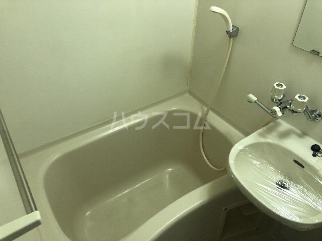 メゾンエマーブル 107号室の風呂