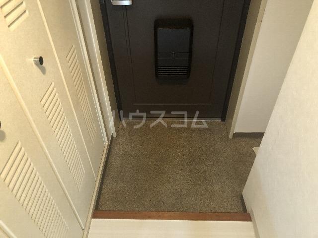 メゾンエマーブル 107号室の玄関