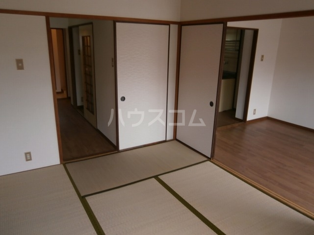 サンライズベル 203号室の居室