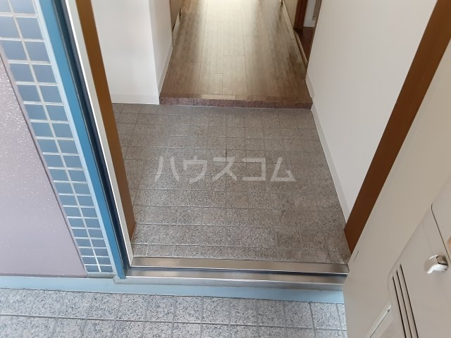 ブルグ清涼 203号室の玄関