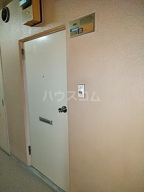 ヴィラ・アール・ヌーボー 302号室の玄関