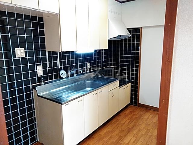 ロイヤルハイツ甲子B 103号室のキッチン