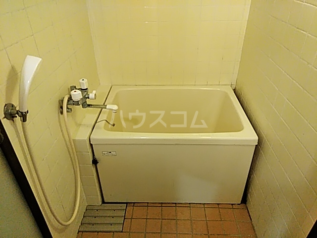 ロイヤルハイツ甲子B 103号室の風呂