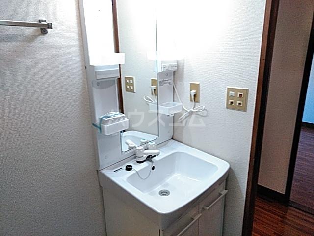 ロイヤルハイツ甲子B 103号室の洗面所