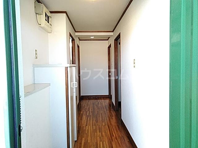 ロイヤルハイツ甲子B 103号室の玄関