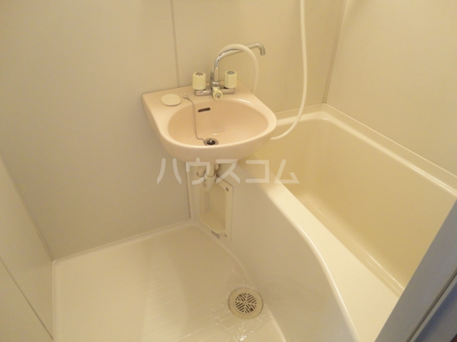 CREST6 101号室の洗面所
