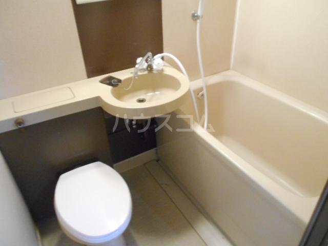 シャトレ花園 303号室の風呂