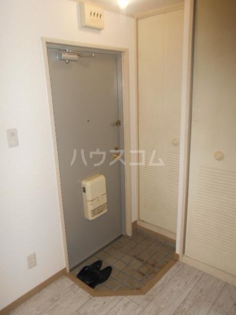 シャトレ花園 303号室の玄関