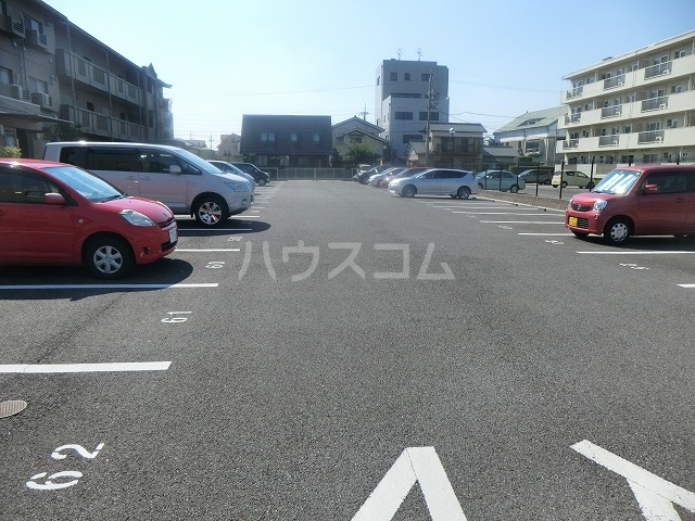 アイユー栗ノ木 207号室の駐車場