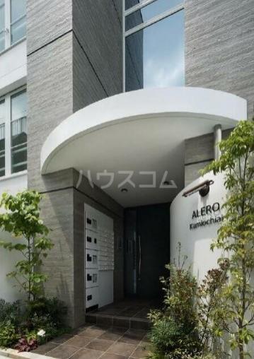ALERO Kamiochiai 104号室のエントランス