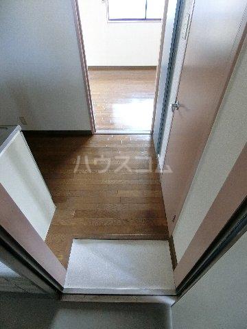 ルミエール原田 203号室の玄関