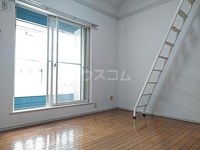 ヴェネディクト代田 203号室のリビング