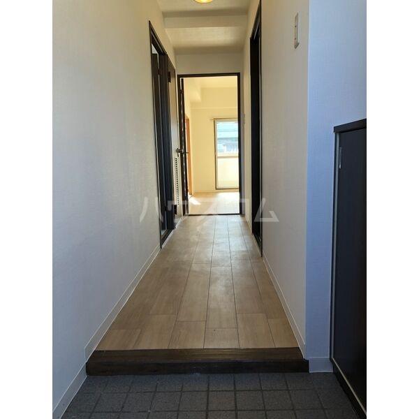 グランディール大金 305号室の玄関