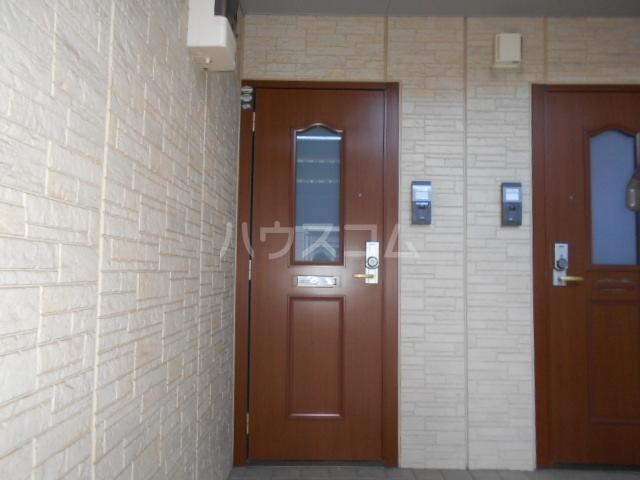 グランヴェールA 101号室の玄関