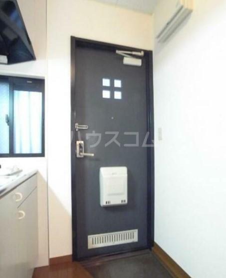アベニュー中野 103号室の玄関