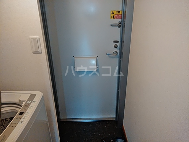 レオパレスTN壱番館 110号室の玄関