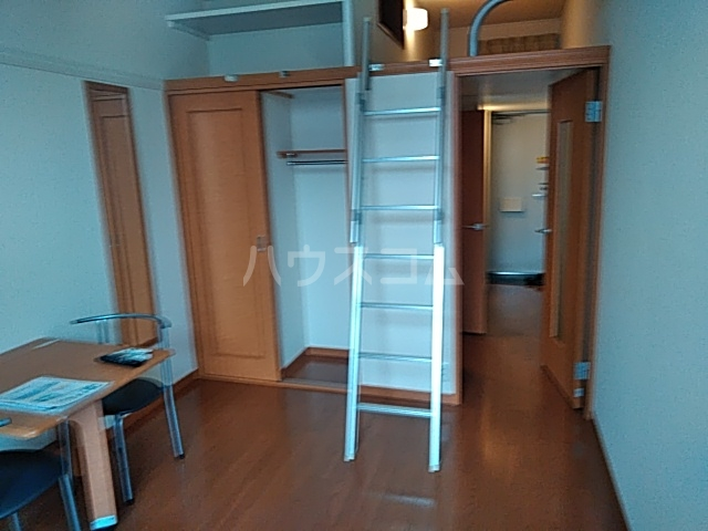 レオパレスTN壱番館 110号室のリビング