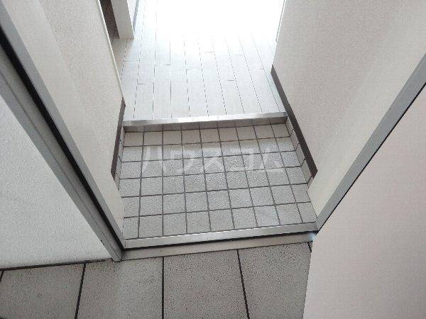 エスペランス 203号室の玄関