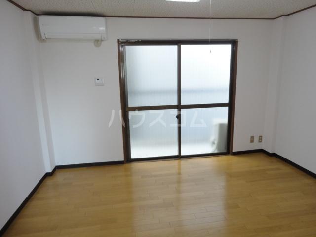 グリーンパレス桂 203号室のベッドルーム