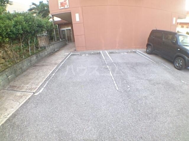 クレセント きららⅡ 08020号室の駐車場