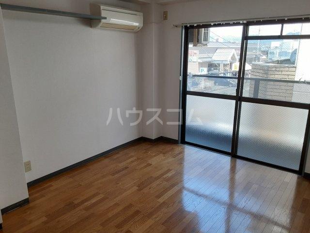 カプチーノ川島 302号室のリビング