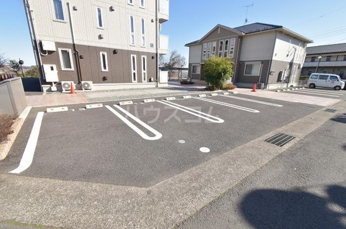 ビューテラス平井A 102号室の駐車場