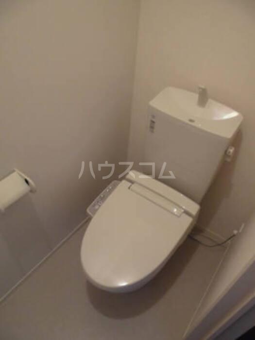 ビューテラス平井A 102号室のトイレ