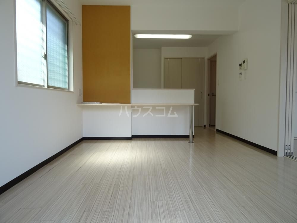 サリエンテⅢ 101号室のリビング