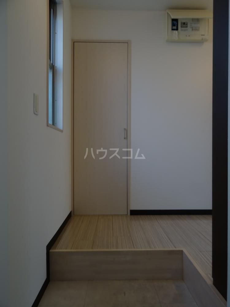 サリエンテⅢ 101号室の玄関