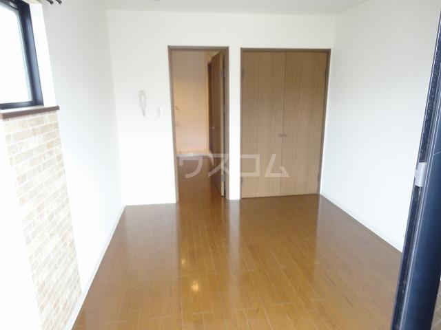 シャローム桂 203号室の居室