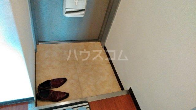 スペリオン桂 303号室の玄関
