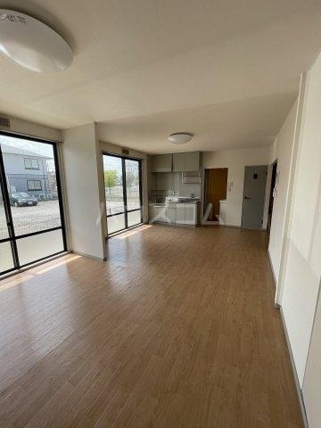 ヴァンヴェールA 101号室の居室