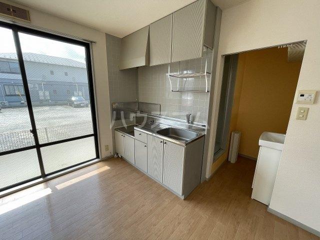 ヴァンヴェールA 101号室のキッチン