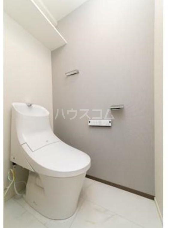 グランクリュ新宿御苑 801号室のトイレ