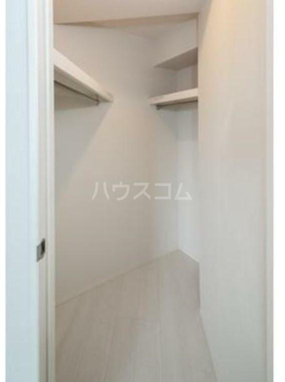 グランクリュ新宿御苑 801号室の収納