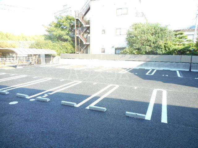 K'SシャンブルⅨ 102号室の駐車場