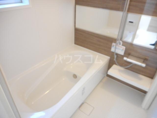 K'SシャンブルⅨ 102号室の風呂