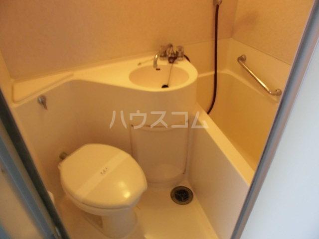 エントピア嵯峨 301号室のトイレ