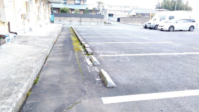 アネックス中川C 110号室の駐車場