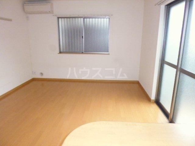 パレスサイド桂 105号室の居室
