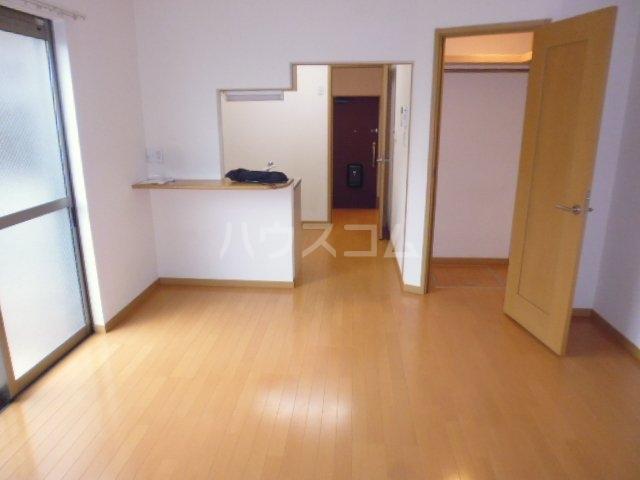 パレスサイド桂 105号室のキッチン